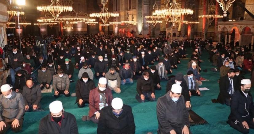 Ayasofya Camii'nde Regaip Gecesi ihya edildi
