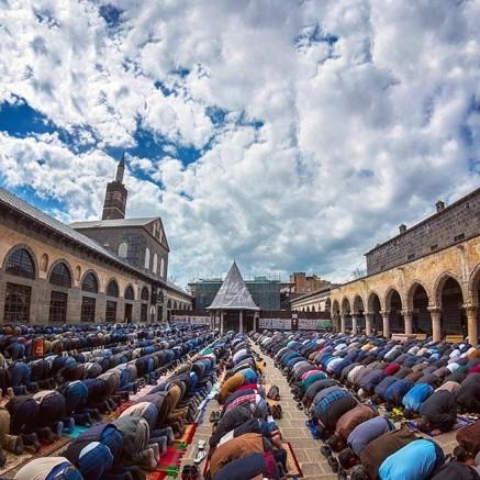 Diyarbakır Ulu Camisinde İbadet etmenin lezzetini tadın
