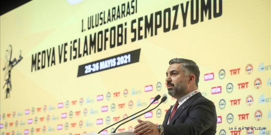 """""""Dünyada İslami değerlerin tehdit altında olduğunu açıkça görüyoruz"""""""